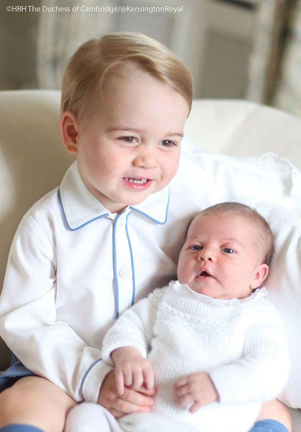 George posa com a irmãzinha Charlotte / Divulgação/Twitter - HRH The Duchess of Cambrigde