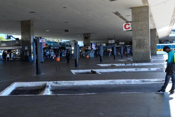 Greve de rodoviarios deixa terminal do plano piloto quase sem onibus / Antonio Cruz / Agência Brasil
