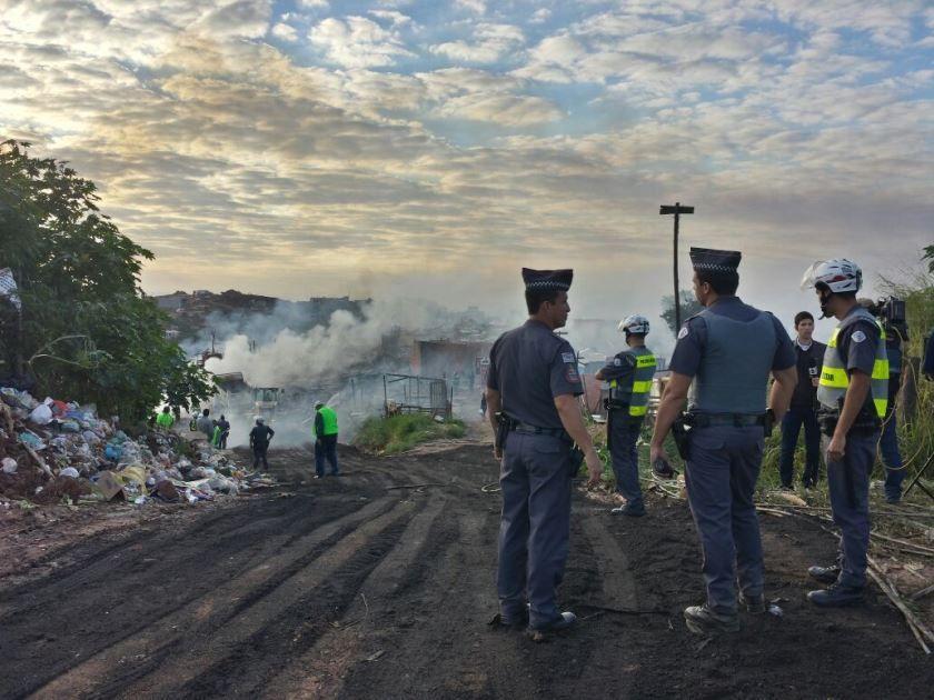 Cerca de 300 policiais deram apoio à operação judicial / Willian Kury/Rádio Bandeirantes