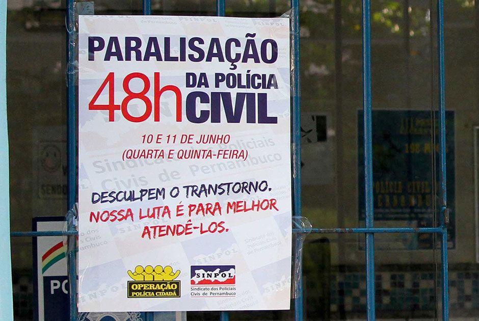 Categoria reivindica a recomposição dos salários / Marlon Costa/Futura Press/Folhapress