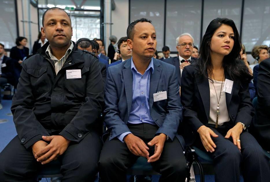 Parentes do brasileiro aguardam início de audiência / Reuters