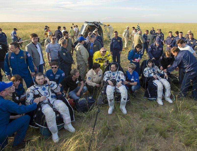 Cristoforetti, Virts e Shkaplerov aterrissam no Cazaquistão / REUTERS/Bill Ingalls/NASA/Handout