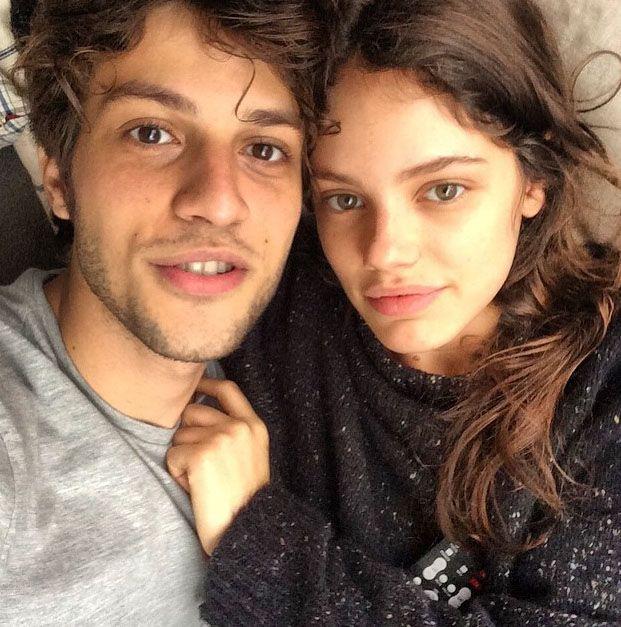 Laura Neiva e Chay Suede posaram grudadinhos / Divulgação/Instagram