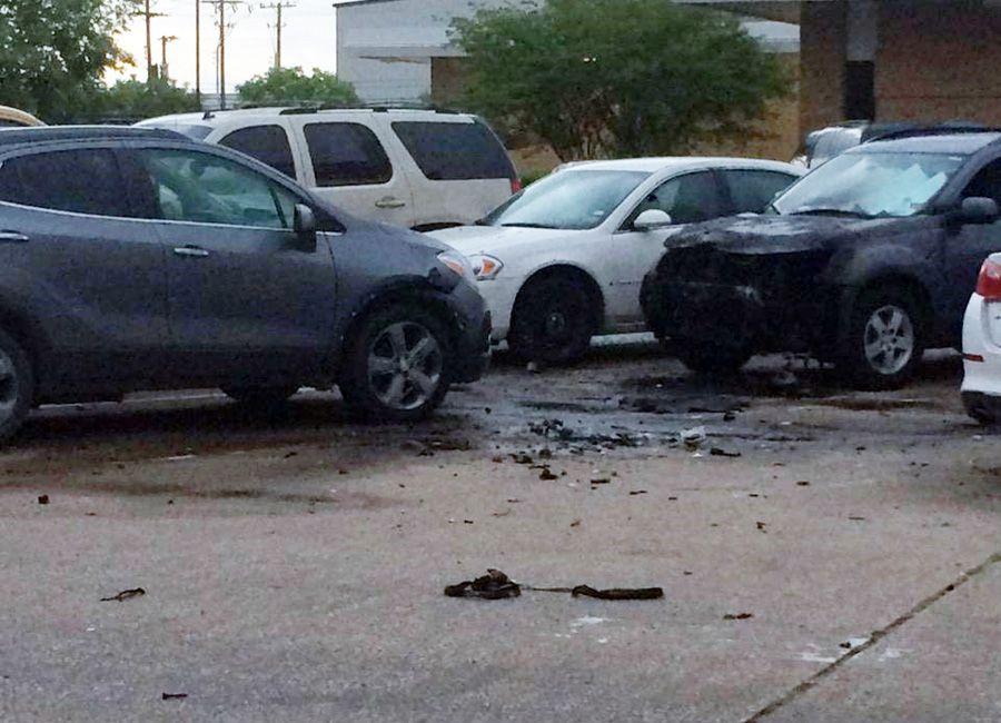 Estacionamento da sede da polícia de Dallas ficou destruído após ataque / Handout / Dallas Police Department / AFP