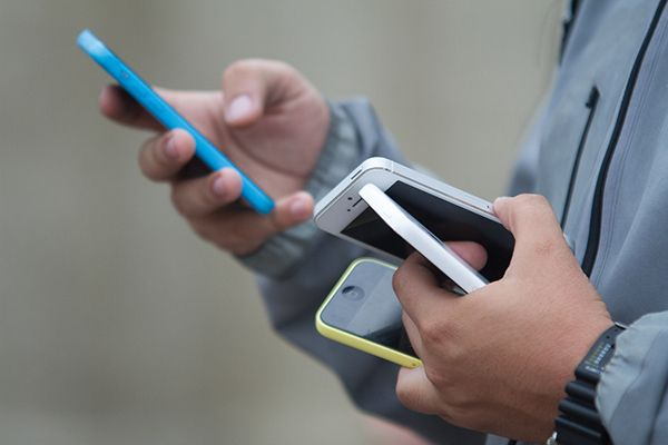A cada dez aparelhos de celulares vendidos, nove são smartphones / Dário Oliveira / Codigo19 / Folhapress