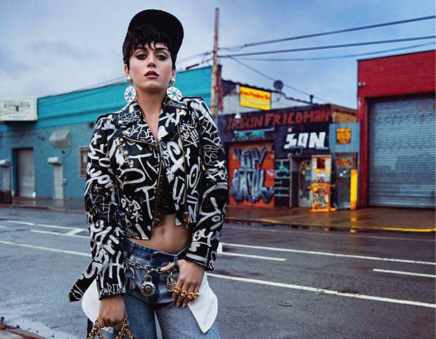 Katy Perry ousou em divulgação de roupas