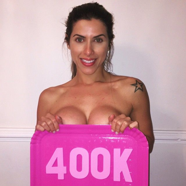 Ana Paula Minerato fez topless em agradecimento aos fãs / Divulgação/Instagram