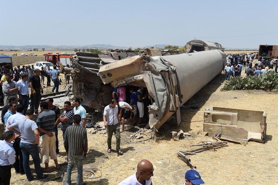 O maquinista morreu na colisão, enquanto o motorista sobreviveu / FETHI BELAID / AFP