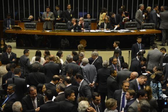 Eram necessários 308 votos para aprovação e 293 deputados votaram a favor / Fabio Rodrigues Pozzebom / Agência Brasil
