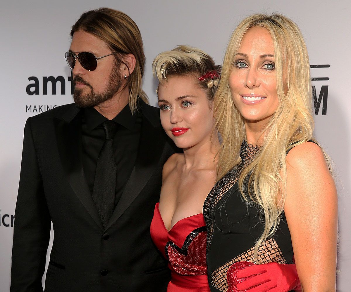 Trish e Billy Ray Cyrus vão à baile beneficente com Miley / Neilson Barnard/AFP
