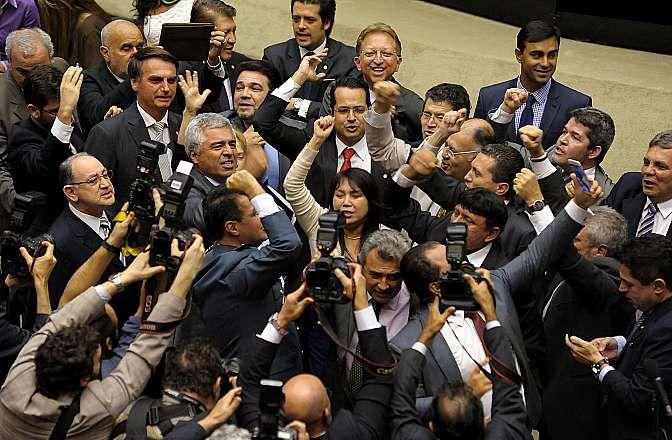Deputados comemoram a aprovação do parecer sobre a PEC 171/93 da Maioridade Penal  / Gustavo Lima/Câmara dos Deputados