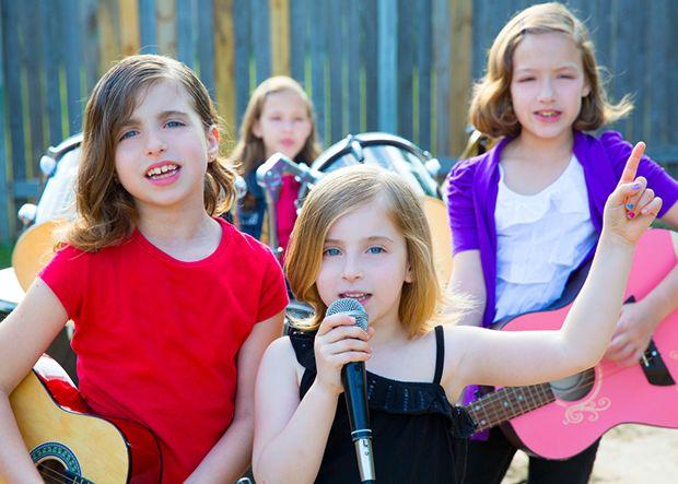 Crianças cantando