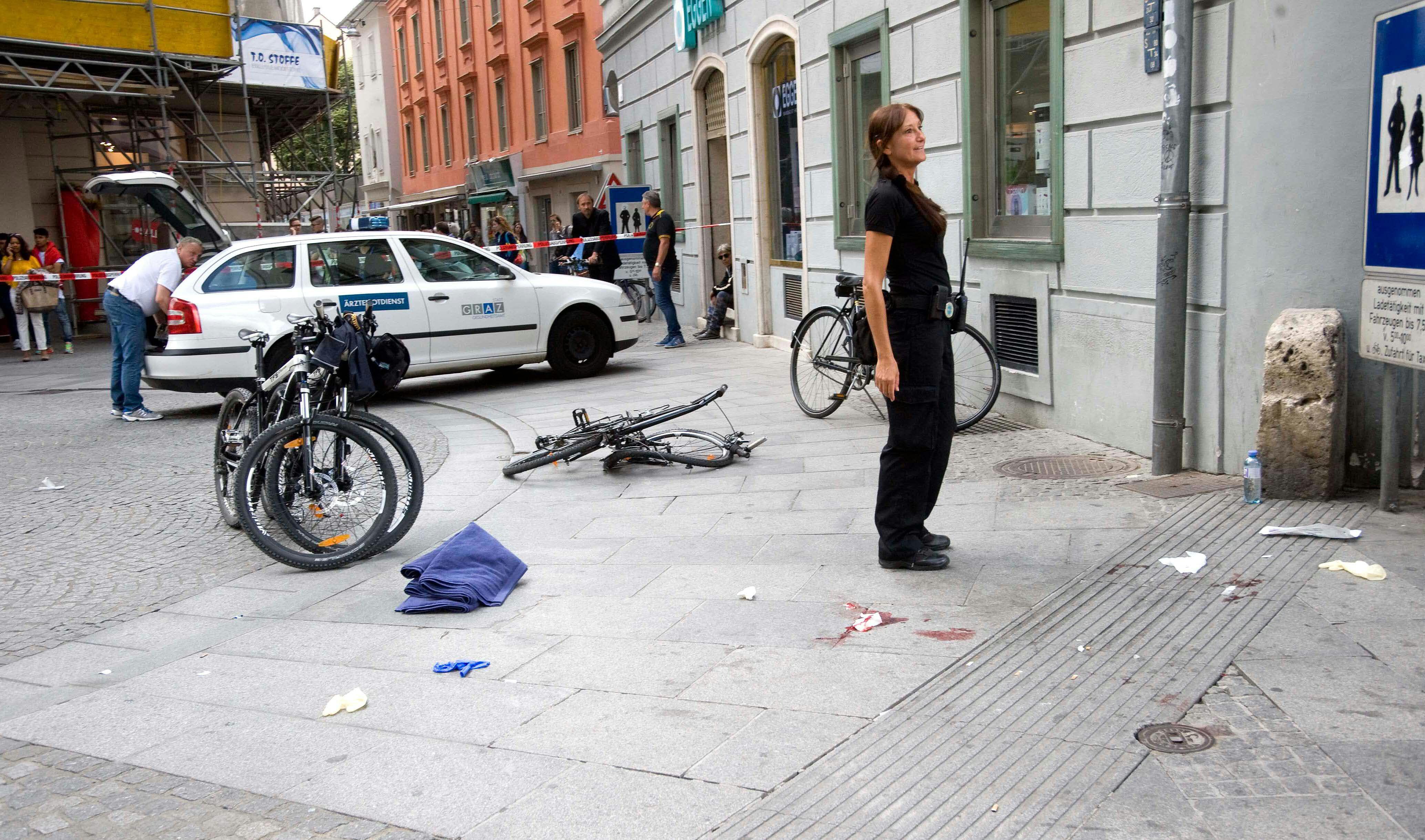 Homem atropelou dezenas de pessoas / Elmar Gubisch/AFP
