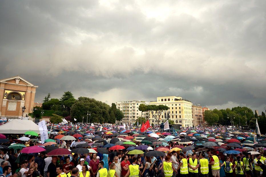 Dia da Família reúne pessoas que defendem a família tradicional / TIZIANA FABI / AFP