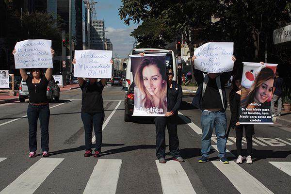 Familiares de pessoas que foram mortas por menores de idade participaram do protesto / Luiz Claudio Barbosa / Folhapress