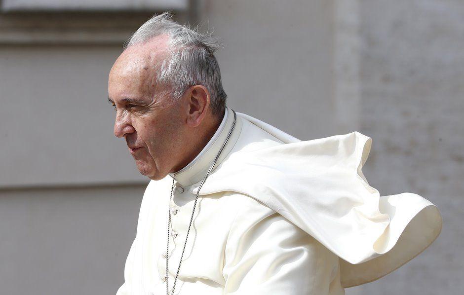 Papa chega para audiência geral na Praça de São Pedro / REUTERS/Tony Gentile