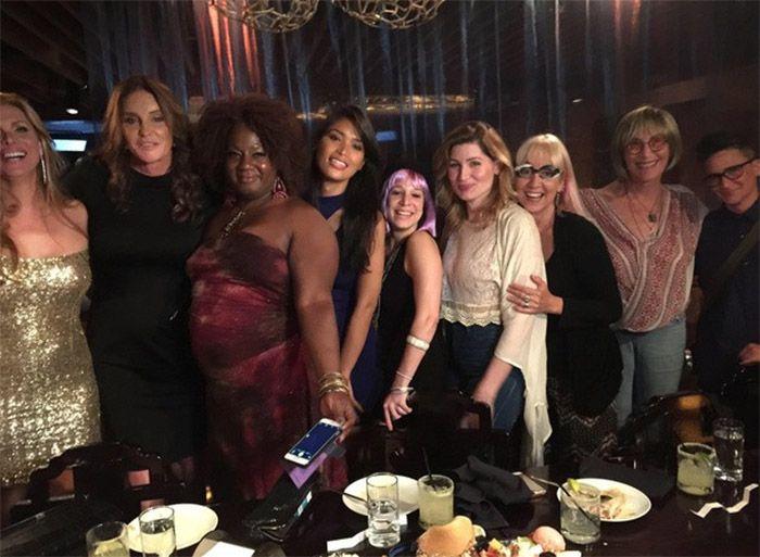 Caitlyn Jenner janta com transexuais em NY / Divulgação/Instagram