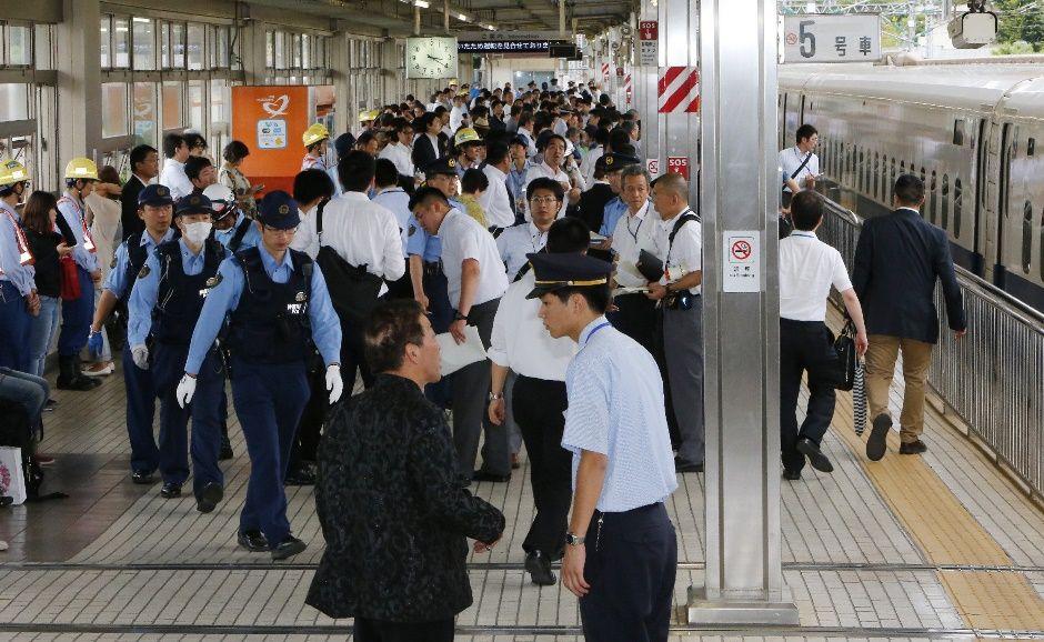 Por causa da fumaça, passageiros apertaram os botões de emergência e a composição parou / JIJI PRESS / AFP