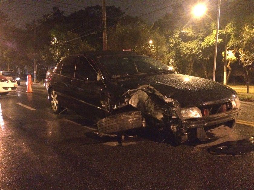 Motorista bate carro e foge do local do acidente em São Paulo