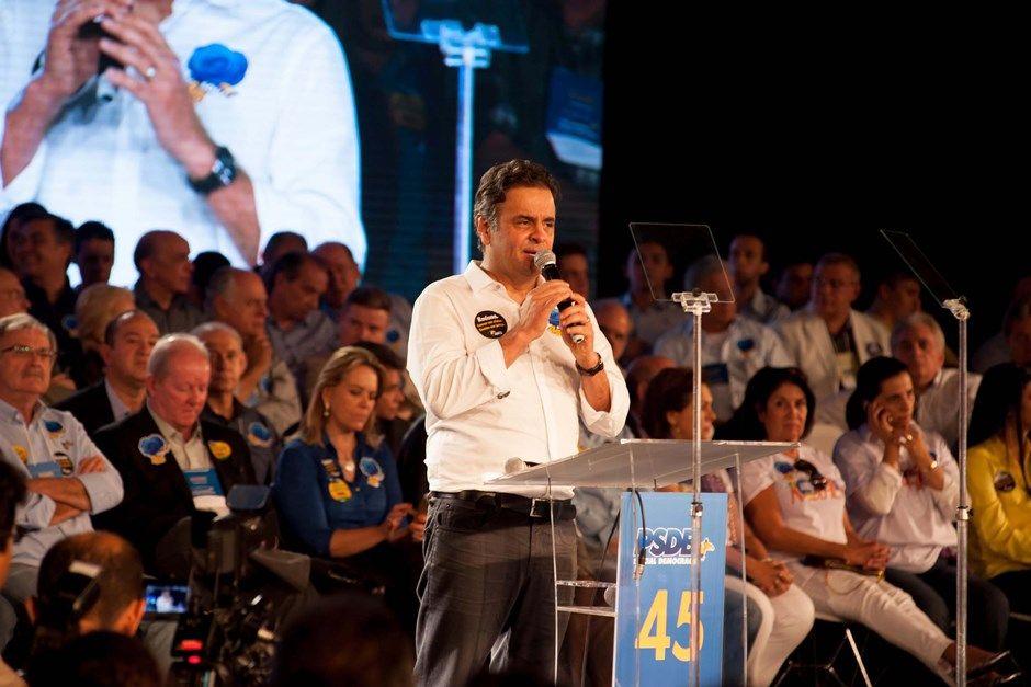 Aécio discursa durante convenção do PSDB / Luciano Freire/Futura Press/Folhapress