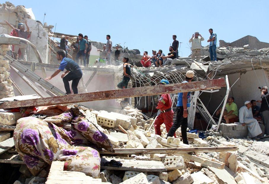 Bomba cai sobre três casas em Bagdá e mata oito / SABAH ARAR / AFP