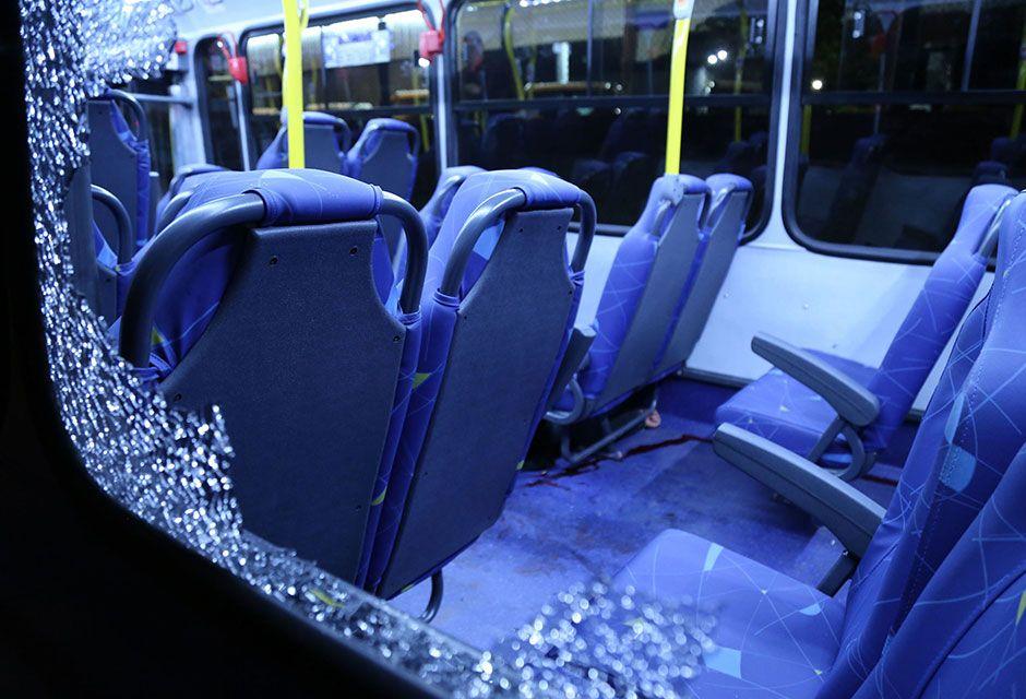 Esse foi o segundo no mesmo ônibus e durante a mesma linha desde o último sábado / Edison Temoteo/Futura Press/Folhapress