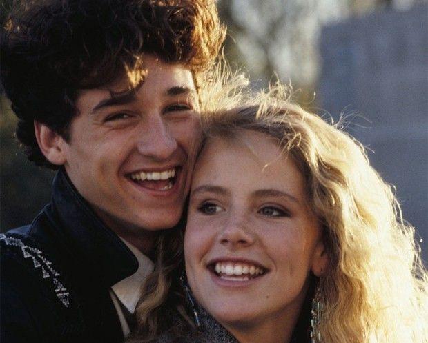 Amanda Peterson e Patrick Dempsey em cena de Namorada de Aluguel / Reprodução/Namorada de Aluguel