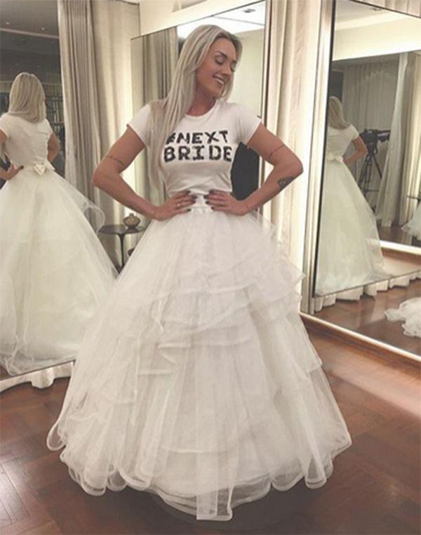Juju faz prova de vestido de noiva / Divulgação/Instagram