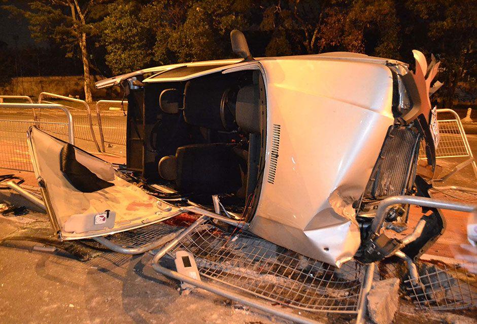 Suspeito que dirigia perdeu o controle da direção e capotou após bater contra outro veículo / Edu Silva/Futura Press/Folhapress