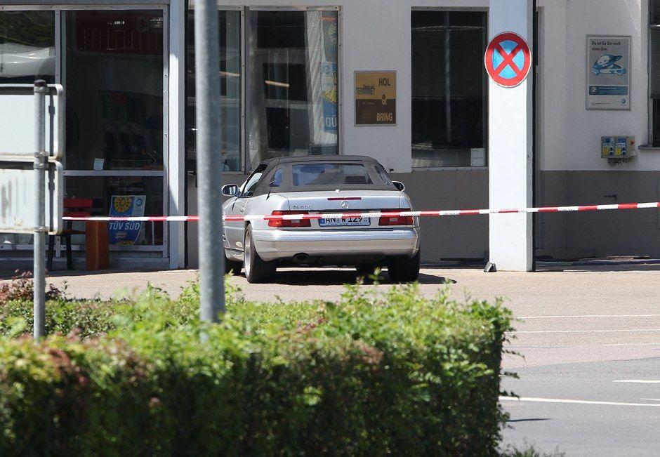 Homem é suspeito de ter disparado contra duas outras pessoas / DANIEL ROLAND / AFP