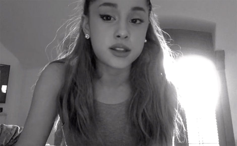 Essa é a segunda vez que Ariana pede desculpas / Reprodução/Youtube