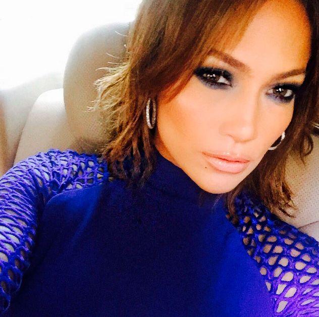 Jennifer Lopez optou por deixar o cabelo curtinho / Divulgação/Instagram