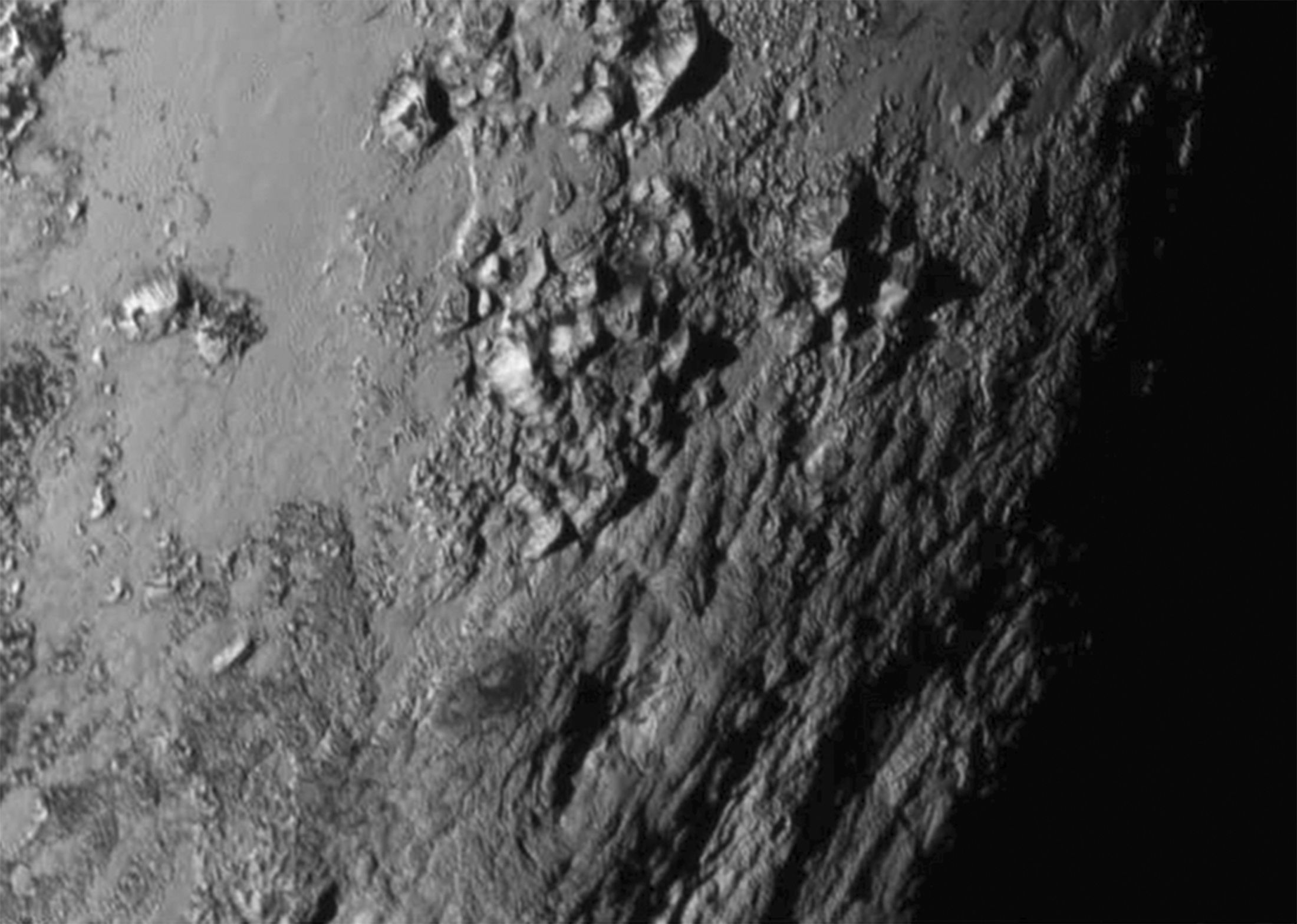 Primeira imagem da superfície de Plutão revela paisagem montanhosa / Nasa