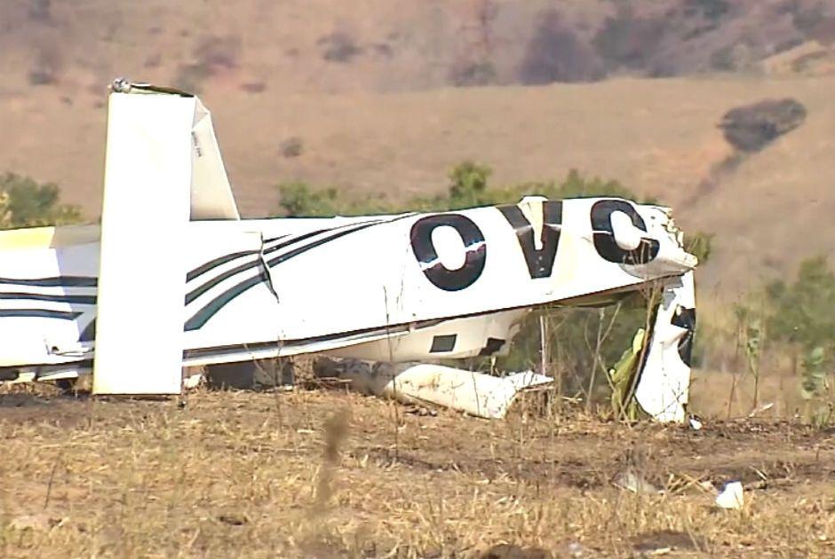 Destroços da aeronave que caiu em Tumiritinga / Reprodução/Jornal da Band