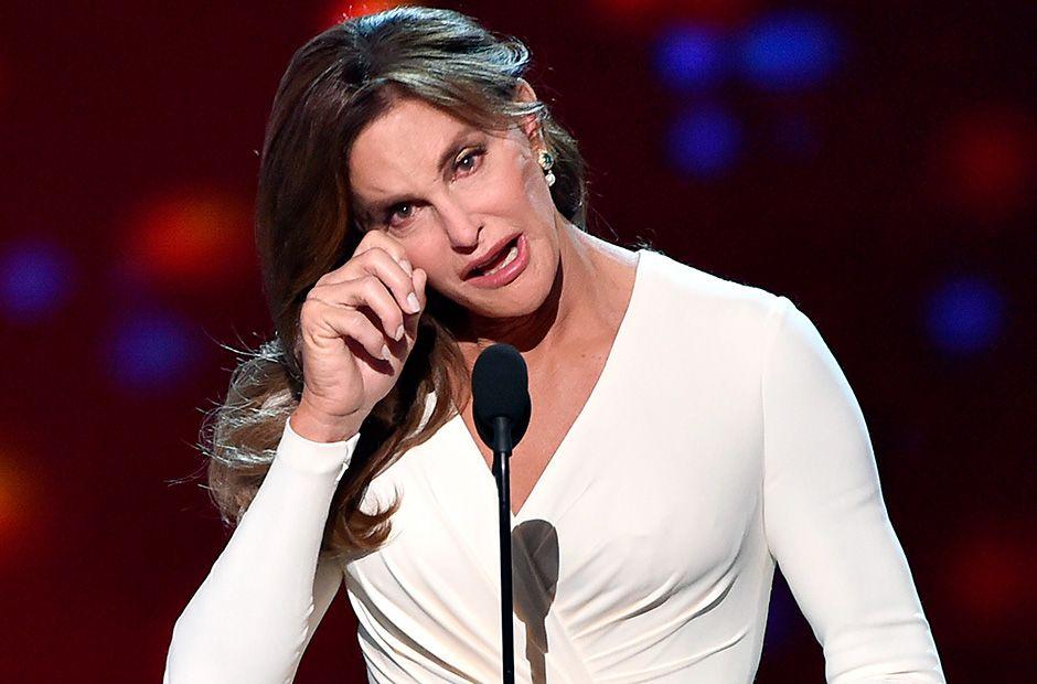 Caitlyn Jenner se emocionou em seu discurso / Kevin Winter / Afp