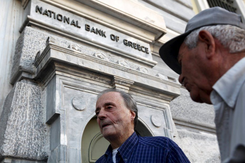 Bancos reabrirão após BCE elevar financiamento emergencial / REUTERS/Yiannis Kourtoglou