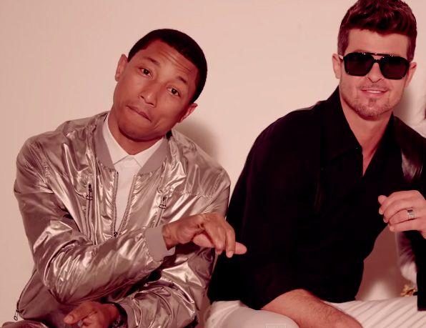 Pharrell Williams e Robin Thicke em clipe de Blurred Lines / Reprodução/Youtube