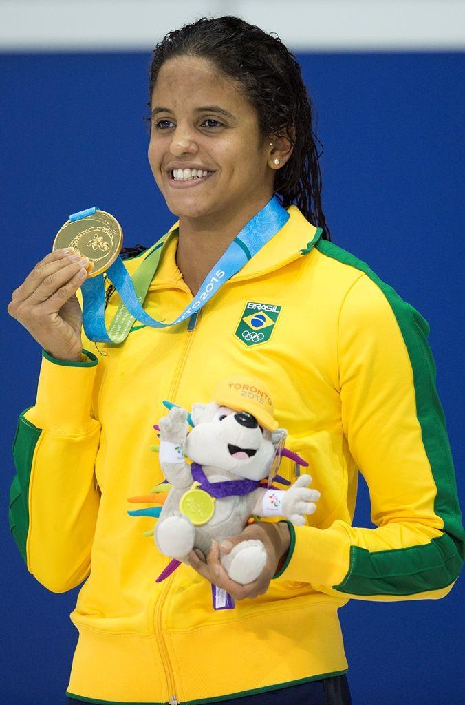 Etiene Medeiros conquistou o ouro em 100m costas - Jim Watson/AFP