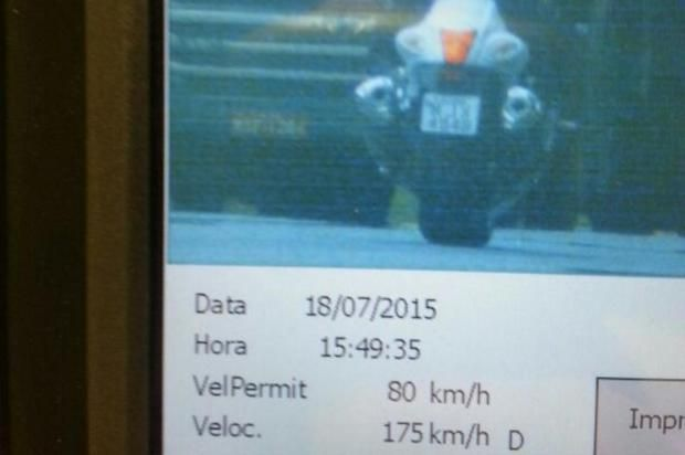Motociclista corre a 175 km/h em um trecho com máxima de 80 km/h / Foto: Polícia Rodoviária de Santa Catarina