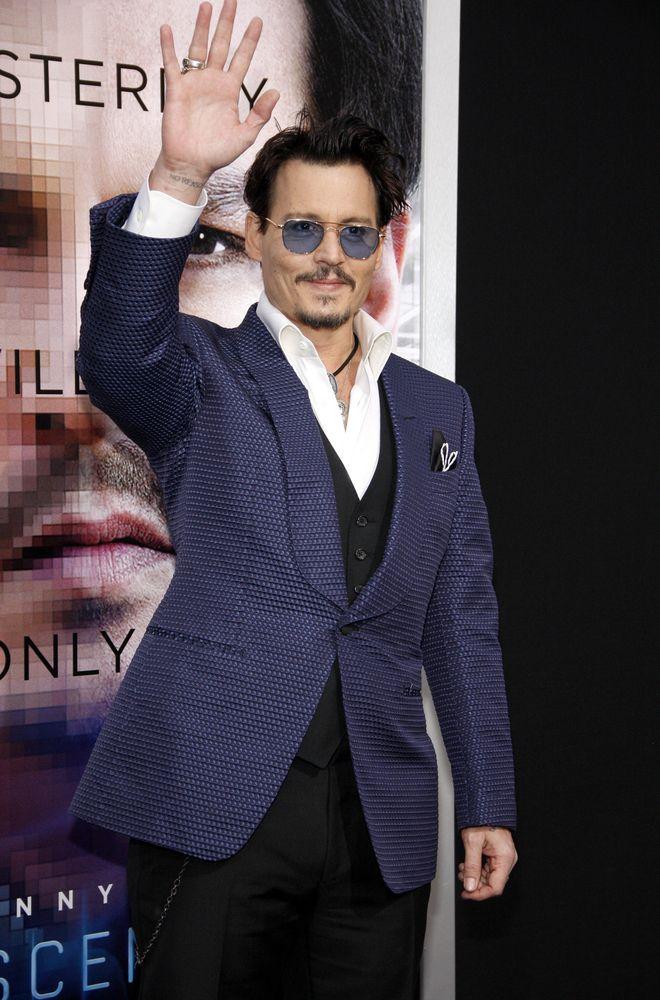 Johnny Depp seria um dos novos proprietários de um pedaço do paraíso / Tinseltown/Shutterstock.com