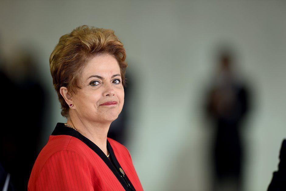 Dilma se reúne com governadores amanhã (30) / EVARISTO SA / AFP