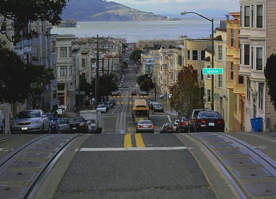 EUA: São Francisco combate urina em paredes com pintura repelente