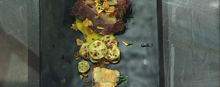 Carne de sol, purê de jerimum e queijo coalho com molho de pimenta