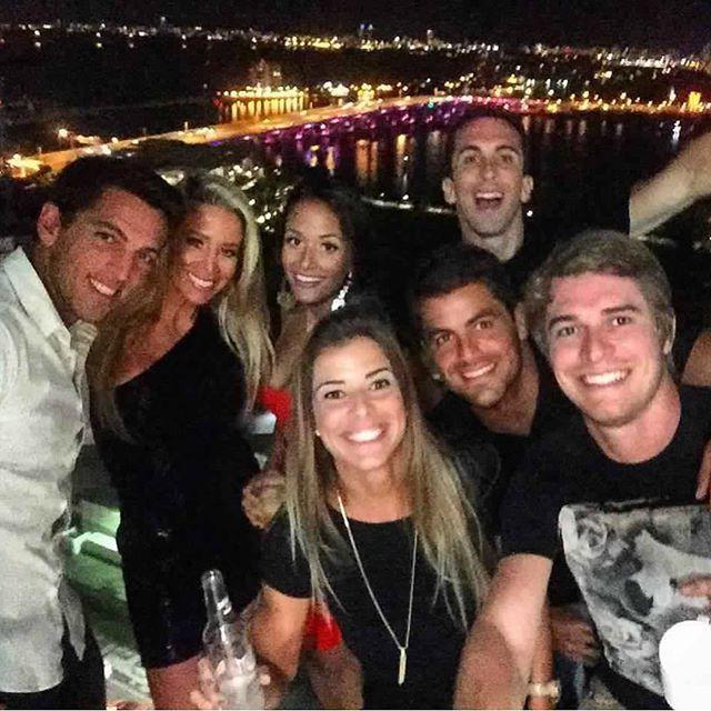 Danielle Winits posta foto ao lado do seu ex