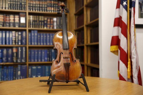 Violino foi identificado pelo FBI em junho deste ano / Shannon Stapleton / Reuters