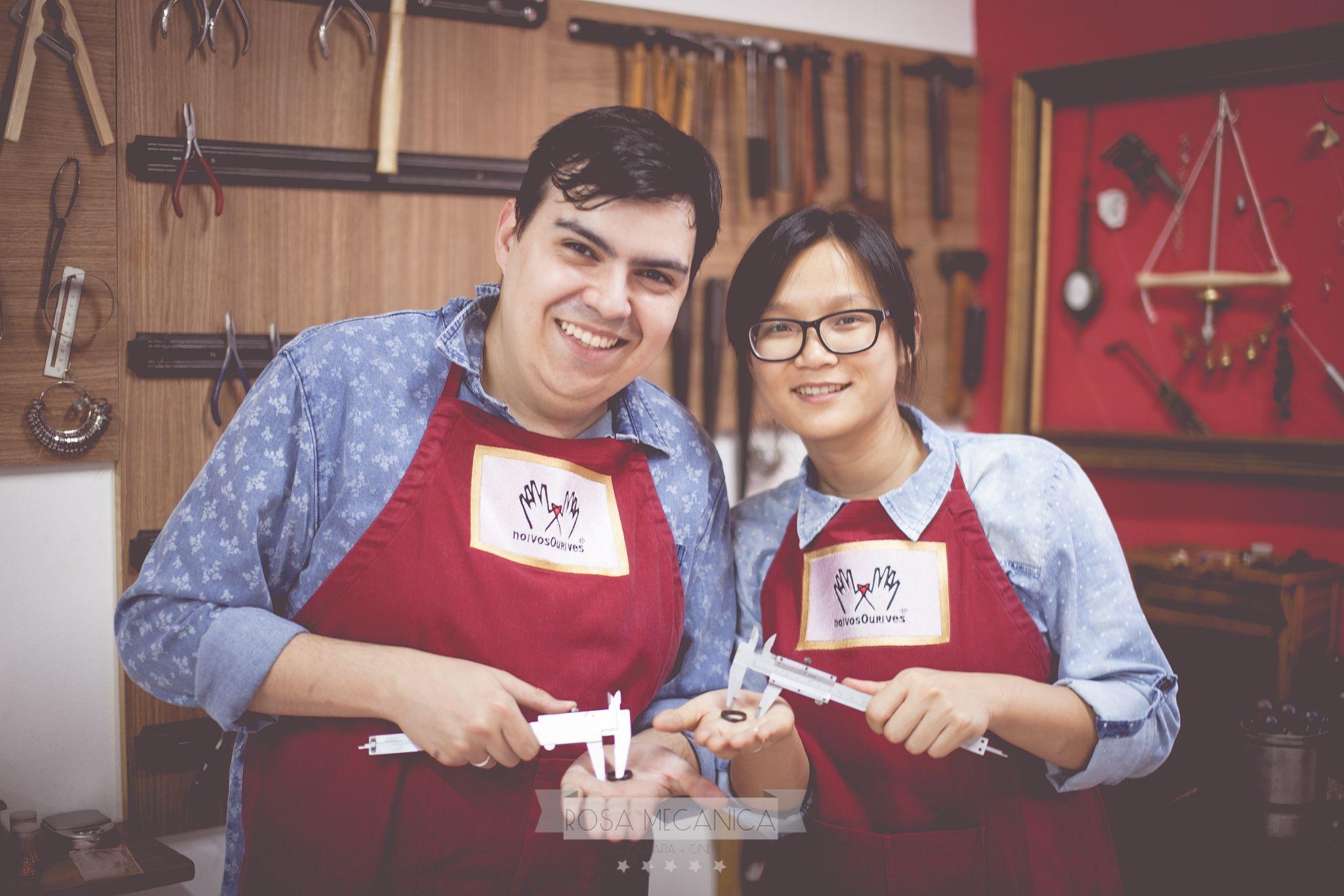 Ricardo Matioli e Jiang Pu fabricam alianças / Divulgação/Rosa Mecânica Fotografia