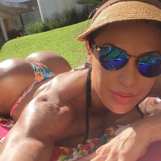 Gracyanne Barbosa diz que está longe de ser perfeita / Divulgação/Instagram