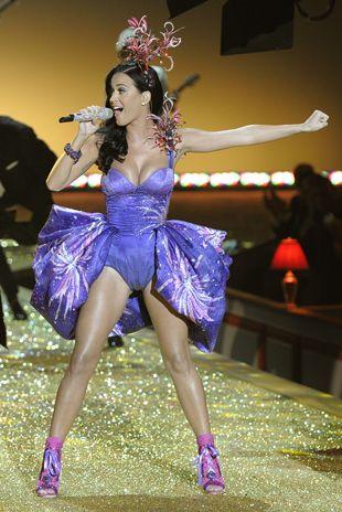 Katy Perry durante apresentação no desfile da Victoria's Secret, em NY
