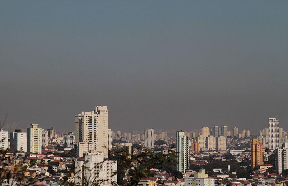 Poluição vista da zona norte de São Paulo, SP, neste sábado / WilliansQueiroz/Folhapress