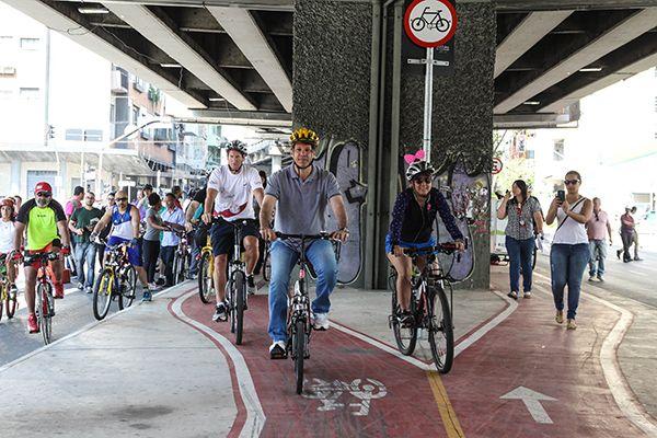 Prefeito de São Paulo andou de bicicleta na inauguração da ciclovia da Rua Amaral Gurgel / Marcos Moraes / Brazil Photo Press / Folhapress